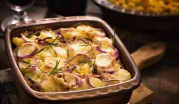 תפוחי אדמה אפויים עם בצל, טימין וסילאן גלילי מ100% תמרים